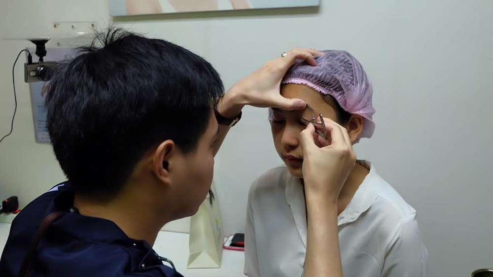 แพทย์ประเมินชั้นตา